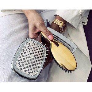 Уход за волосами начинается с правильного расчесывания